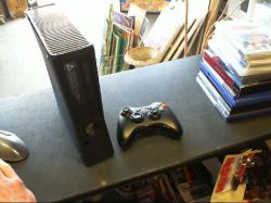 XBOX 360 250 giga + 1 manette officiel