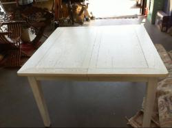 Table carree cerusee blanche avec 2 allonges